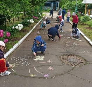 Воспитанники МАДОУ детского сада «Надежда» поддержали акцию  «Я рисую мелом»