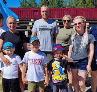 Родители и воспитанники МАДОУ детского сада «Надежда» — участники городских соревнований «Папа, мама, я-спортивная семья!»